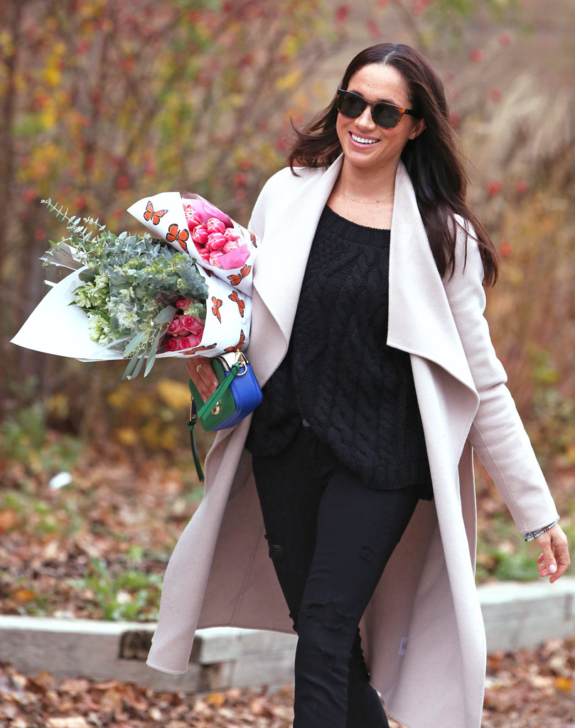 Meghan Markle Picks up Flowers in Toronto